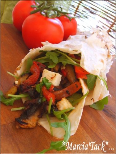Roulé de Lavash aux légumes et féta