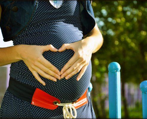 un ventre de femme enceinte