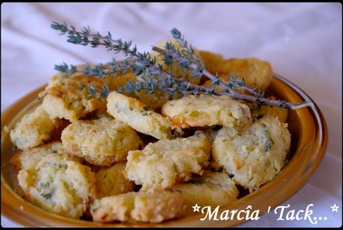 Recette facile de biscuits apéro fait maison : sablés chèvre thym