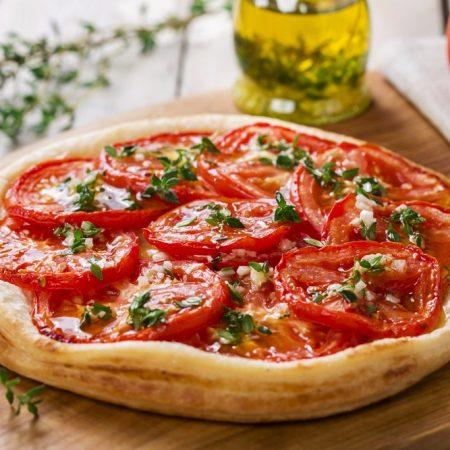 une tarte à la tomate thym huile d'olive