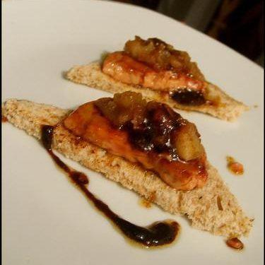 des canapés de foie gras et chutney de pommes