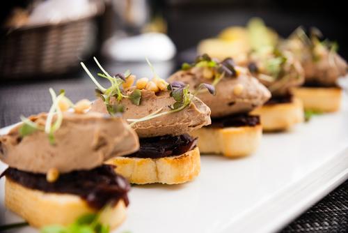 Canap s de foie gras caram lis recette marcia 39 tack - Decoration assiette de foie gras photo ...