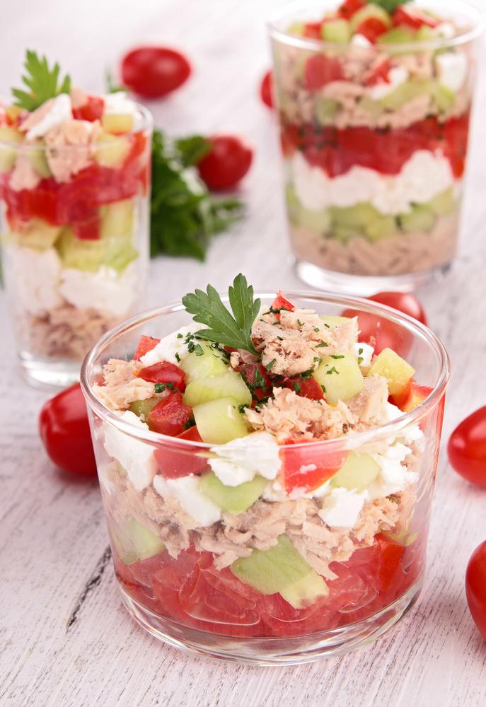 Verrine toute fra che concombre feta tomate et thon for Entree froide ete