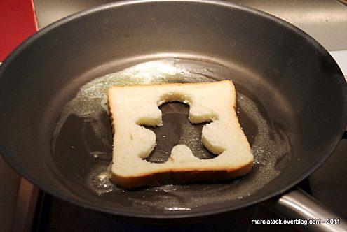 Oeuf au plat cuit dans du pain de mie