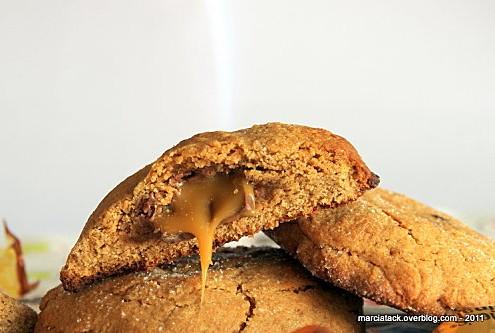 Cookies-beurre-de-cacahuete-et-coeur-fondant-au-caramel