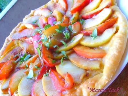 Tarte pommes-brugnons sur lit de lemond curd parsemé de basilic : mon incontournable estival!!