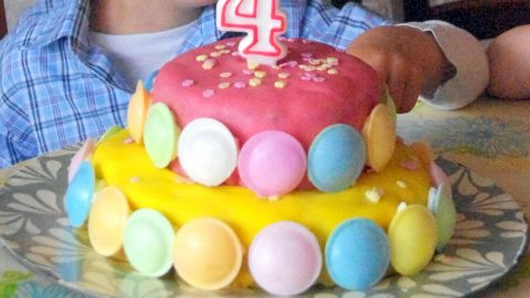 Recette facile de gâteau à étage recouvert de pâte d'amande