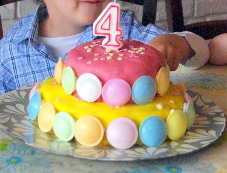 gateau+etage+pate+amande+couleur+enfant+bonbons+pate amande+gateau anniversaire