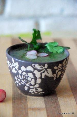 Soupe de fanes de radis à la coriandre