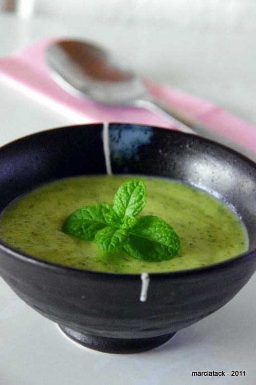 recette rapide d'une soupe de courgette chevre et menthe