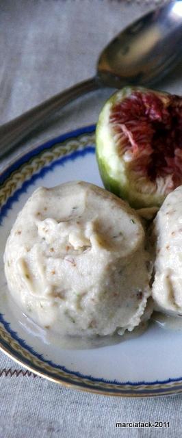 une assiette de glace à la figue fait maison
