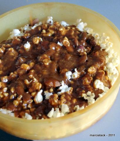 Popcorn au caramel et arachides