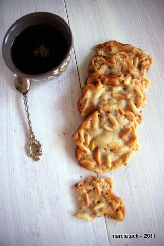 Cookies à la pâte d'amande et pignons