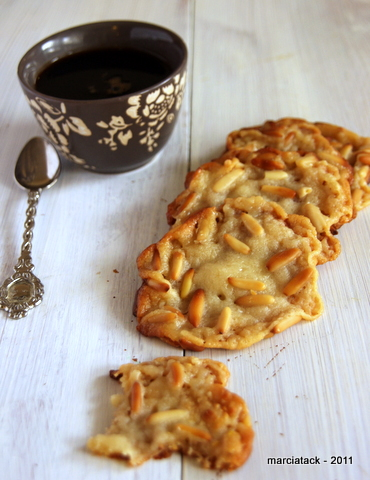 Cookies à la pâte d'amande et pignons sans farine
