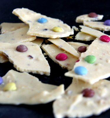 mendiants-Eclat-chocolat-blanc-smarties-noisettes