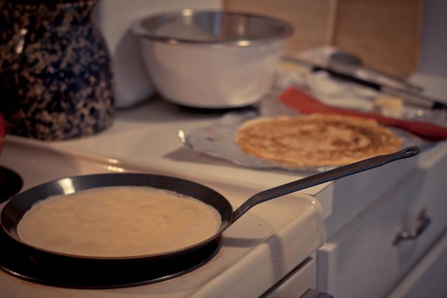 Recette de la p te cr pes recette facile marciatack - Comment faire les crepes ...