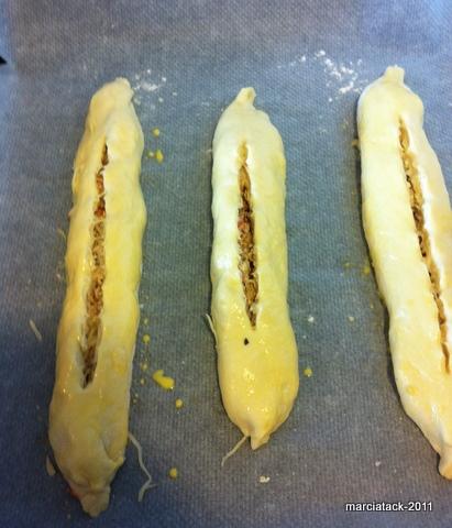 Petites baguettes farcies au poulet haché