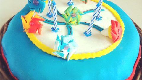Recette de gâteau d'anniversaire en pâte à sucre, sur le thème des bayblades