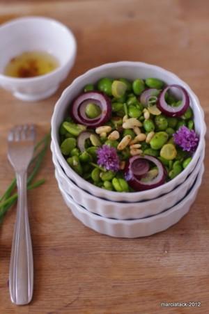 Salade de fèves aux fleurs de ciboulette