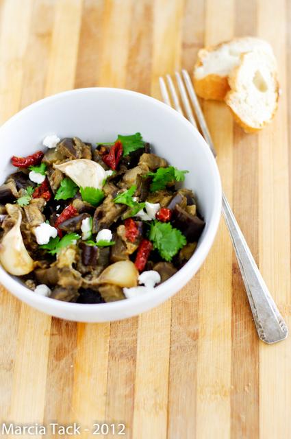 Salade d'aubergines tièdes, miel et chèvre - Recette délicook