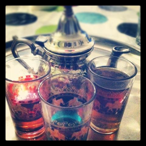 Faire du thé à la menthe