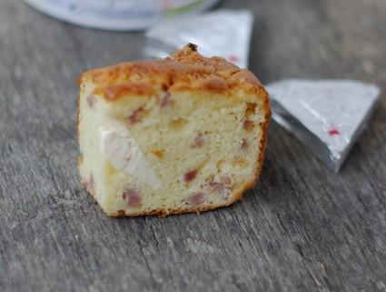 Recette de Cake vache qui rit et lardons de poulet