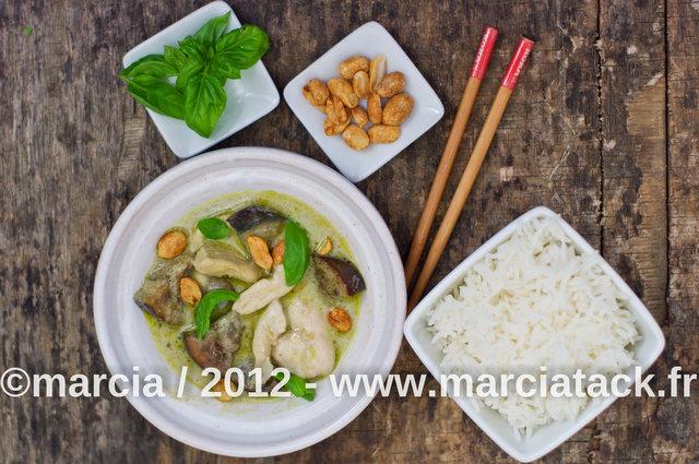 recette de cuisine thaïlandaise, poulet à la pâte de curry vert