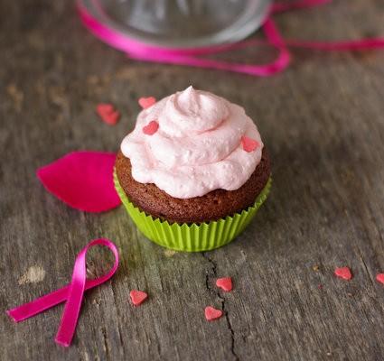 recette de cupcakes au chocolat et topping framboise