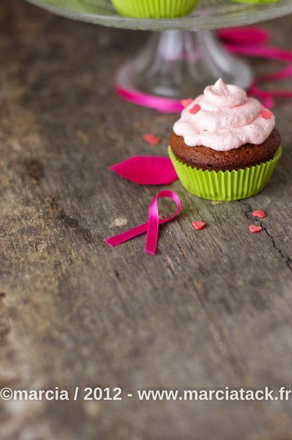 Cupcakes au chococlat et topping mascarpone framboise