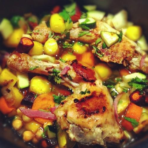 Tajine de poulet, pois chiches, carottes colorées et chorizo