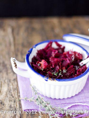 Cocotte de choux rouge aux pommes et raisins secs