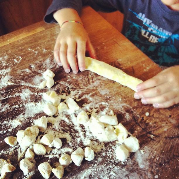 façonnage des gnocchi de pommes de terre