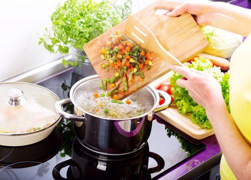 Comment faire une soupe de légumes maison