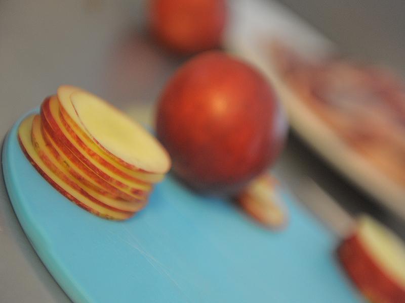 Tuiles (sans gluten) lemon curd, nectarines et sorbet basilic