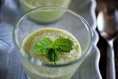 des verres de gaspacho concombre à la menthe