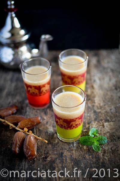 des verres de jus de dattes