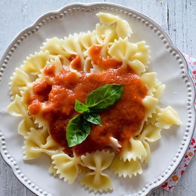 Recette de pates à l'ail et tomate froide