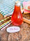 une bouteille de sirop de fraise tagada fait maison