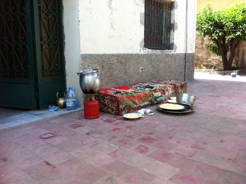 préparation du couscous en plein air