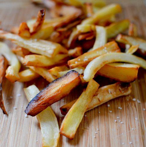 des frites de panais saupoudrées de fleur de sel