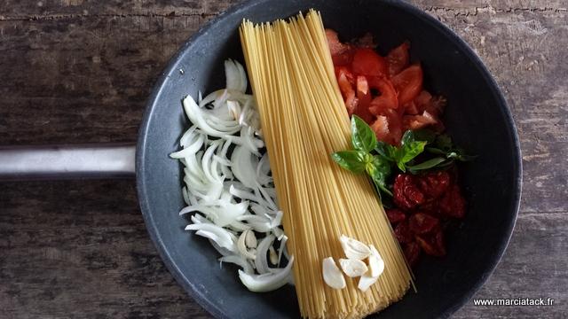 one pot pasta la recette facile o 249 tout cuit en m 234 me temps