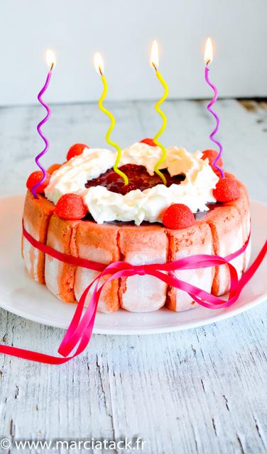 une charlotte aux biscuits rose de reims à la fraise
