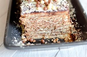 un gâteau aux biscuits thé brun et au chocolat