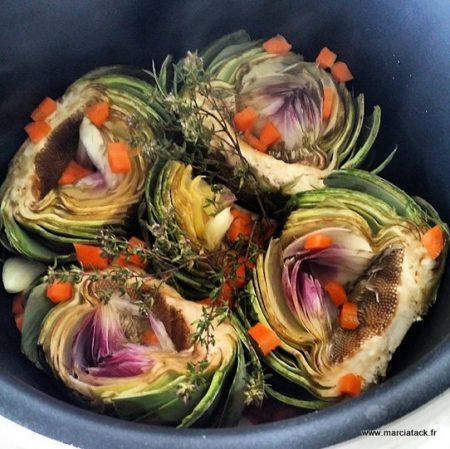un plat d'artichauts cuit en barigoule