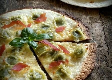 Pizza rapide avec tortilla aux ravioles au basilic de - Comment faire des tortillas ...