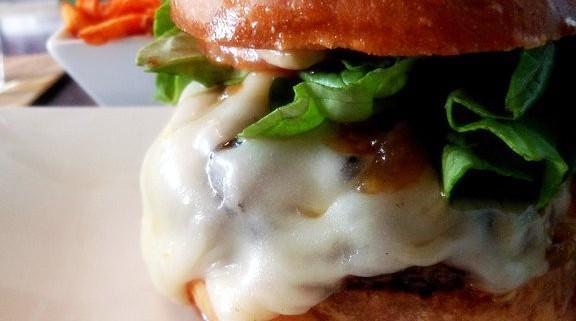Recette de burger fait maison au roquefort