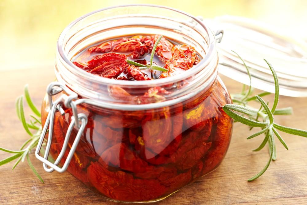 Comment faire des tomates confites l 39 huile - Comment couper une tomate en cube ...