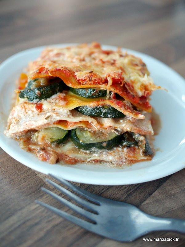 Lasagnes de légumes d'été (courgettes, tomates et ...
