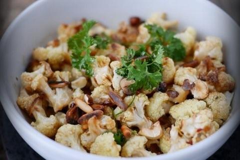 Choux fleur roti au four, servi en salade - Marciatack.fr