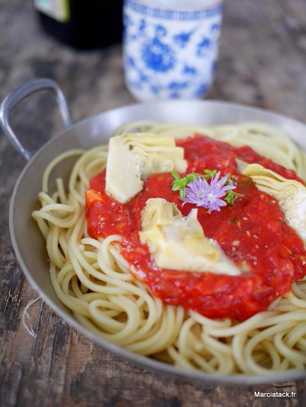 des spaghettis sauce tomate et coeur d'artcihaut